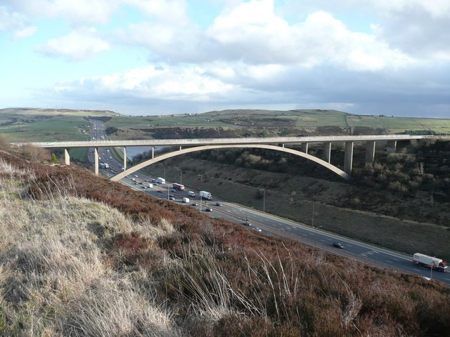 Scammonden_Bridge_-_geograph.org.uk_-_717377